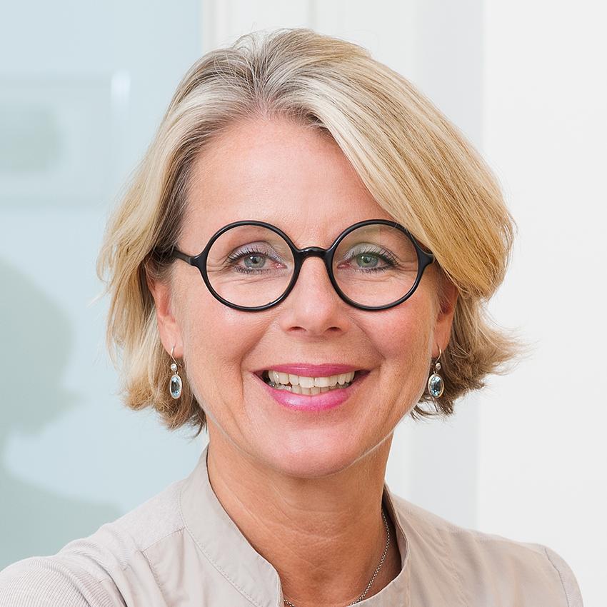 Dr. Katharina Schuchter, Leiterin med4women
